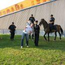 Resni konji, resna policajka, vesel Slovenec