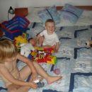 Duplo kocke, kuža, punčka, ... Radi se igrava skupaj!