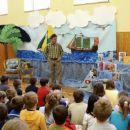 Obisk Andreja Rozmana Roze 2006 - na trše platneno blago je z akrilnimi barvami narisano m