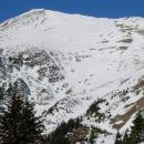 Pogled mi je skozi vhajal na JV pobočje Velikega vrha, s katerega sem nameraval smučati.