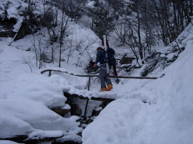 S turo na Škarje (sedlo pri Ojstrici), pričnemo pri Domu planincev v Logarski dolini. Vzpo