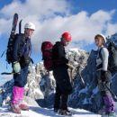 Izstopili smo na vršni greben in po njem nadaljevali proti vrhu.