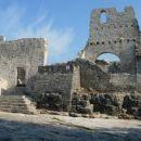 Del gradu so obnovili. Ima zelo zanimivo zgodovino....Vredno obiska. V bližini je tudi lep