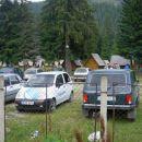 Po nekaj kilometerskem spustu se pripeljem v Obirsie Lotrului -kar živo počitniško naselje