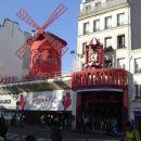 ...znameniti Moulin Rouge...
