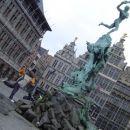 ...kip junaka ki je odsekal velikanu roko in jo vrgel v reko -> ant=roka werpen=vreci...