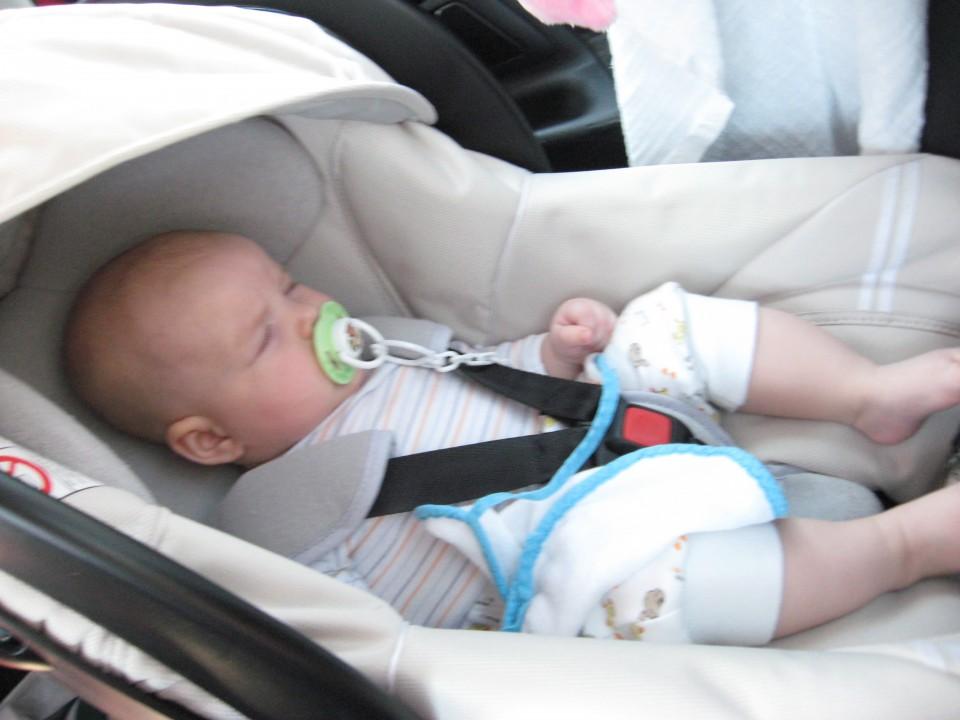 vsak rad med vožnjo malo zaspi