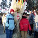 Pustna nedelja 2005_Ptujski karneval Nekatere je doletela sreča za poziranje s Kurentom