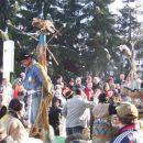 Pustna nedelja 2005_Ptujski karneval  Indijanci z ujetim kavbojcem