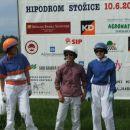Prve tri uvrščene v dirki rezervirani za dame: Darja, Petra in Tina