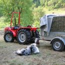 pred novim traktorjem