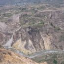 Doline, ki so preskrbljene z vodo so izkoriščane za kmetovanje v terasah. Voda z neba je z