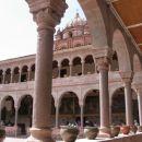 Frančiskanski samostan, kjer so ob potresu našli v zidovju inkovsko svetišče. Svetišča so