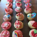 hello kitty cupcakes torta