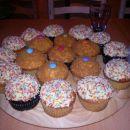 cupcake z vanilijevo kremo