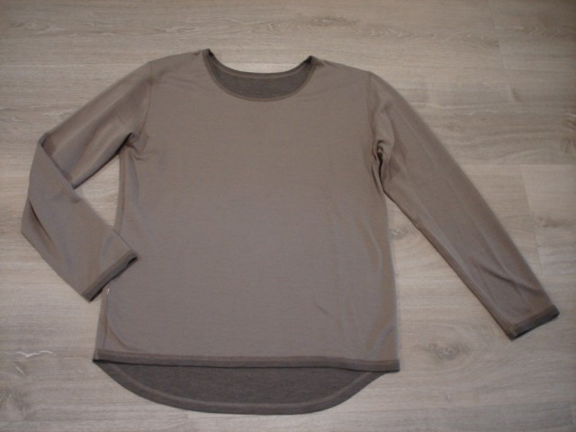 Tanjši pulover, zadaj malo daljši L-XL....4€