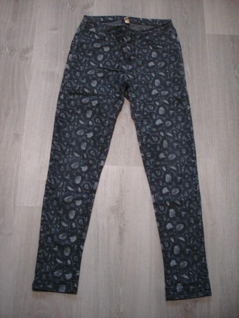 Stretch hlače M....4€