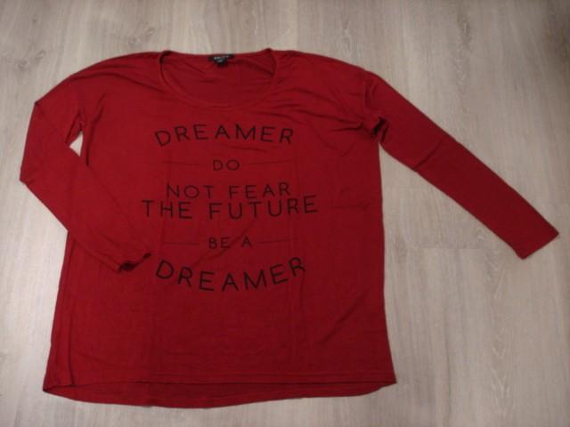 Majica široki model, piše S, a je večja...3€