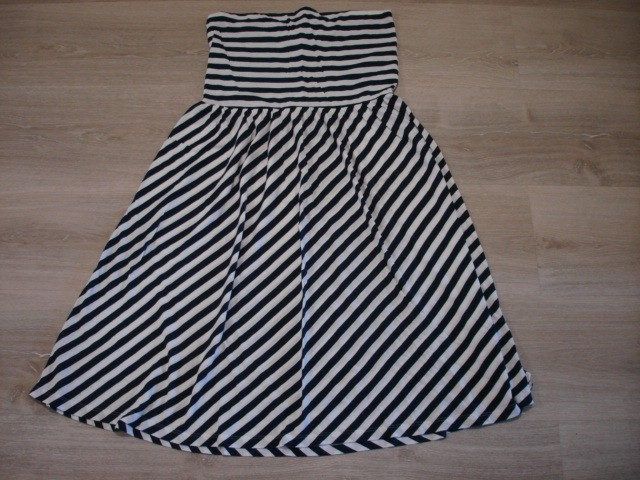 Obleka brez naramnic L-XL...5€