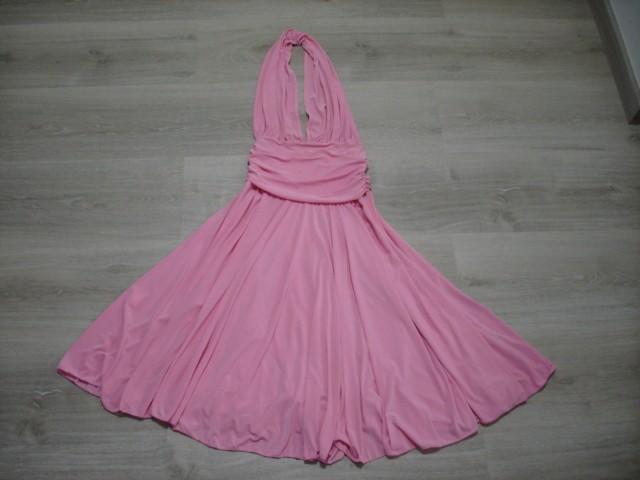 Obleka primerna tudi za kakšno svečanost S....12€
