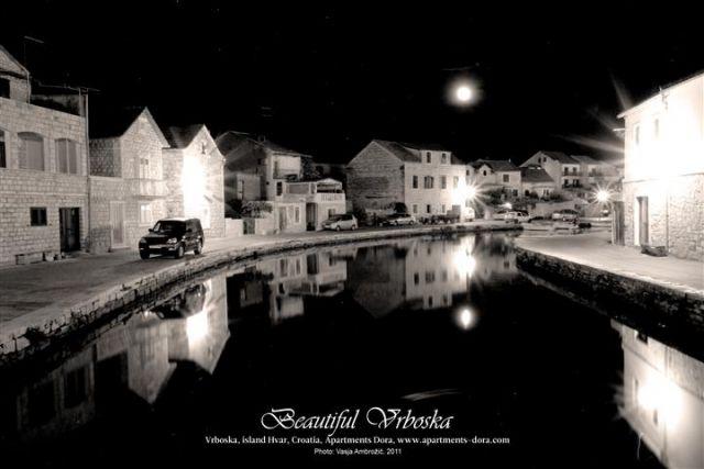 Nočne fotografije - Vrboska, otok Hvar - foto
