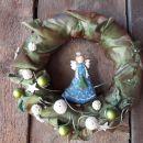 3-Zeleno svetlikajoče blago z modro kovinsko punčko