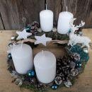 3-mah bele sveče, modre bunke in jelenček