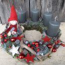 5-mah s sivimi svečami in možičkom
