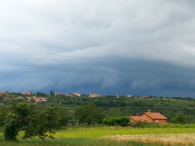 Nevihtno nebo nad Padno in Novo vasjo
