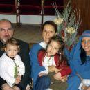 Na vaji za božično igro, v kateri je Rebeka igrala pastirčka, mami Marijo, ati Jožefa, str