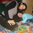 S Tejo sta sestavljali božično sestavljanko. 29. 11. 2007