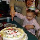 Najprej sva se z babico trudile prerezati torto. Ni šlo. 27. 12. 2007