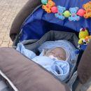 Še v prejšnjem vozičku; v izposojo od družine Trunkl, ki pa je dobila novo članico - malo