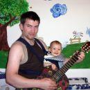 Ati me že zgodaj uči igranja kitare, 21. 7. 2006