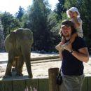 Rebeka prvič v živalskem vrtu v Ljubljani.