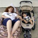 Babi Jadranka in jaz počivava - saj veste lepotni popoldanski spanec je pomemben:).