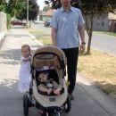 Ati in njegova sestrična ter jaz na sprehodu po Podravski Slatini na Hrvaškem, 27. 7. 2006