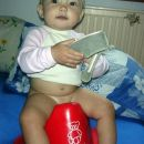 Ja, včasih moram na kahlico. Pa kaj?! 6. 10. 2006 (Ali bo morda čevljarka tako kot dedi?)