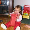 Ko pa sem se zbudila, pa je bilo treba odpreti darilo. 20. 12. 2007