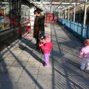 Vsi okoli vzgojiteljice Marjete, jaz pa.. 12. 1. 2007