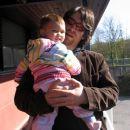 Jaz in ati pred vhodom v moj vrtec. 5. 4. 2007