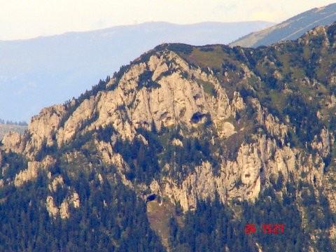 Olševa s Potočko zijalko (na sredini spodaj)
