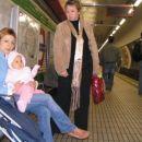 6. nov. 2006 Brina čaka na podzemno železnico; Brina waiting the underground train