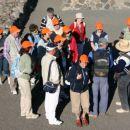 Poslušamo zadnje nasvete pred naskokom piramid v Teotihuacanu.