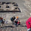 Povspeli smo se na vrh lunine piramide v Teotihuacanu.
