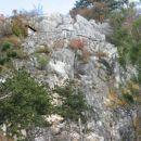 stena nad jezerom; v njej najdemo tudi lažje opremljene smeri za začetnike...
