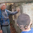 Janez J. in Zvone K. med zidovi - ostanki vojaške strukture pod vrhom Črnega hriba...