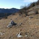 Podkrajske Strelice se imenujejo strmi travniki, ki se z področja imenovanega Sladke rovne