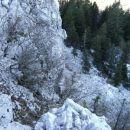 Žgonov škol je ime krajše, razbite stene, ki prekinja severno pobočje Streliškega vrha...Z