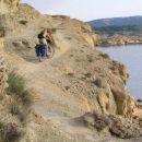 Rab- kolesar nad obalnimi pečinami...